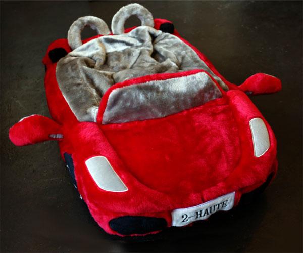 intérieur du lit pour chien Ferrari