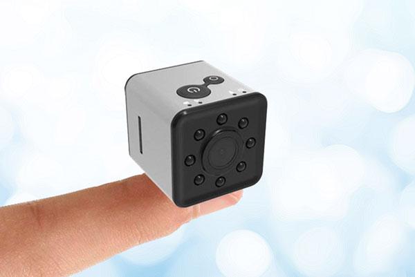 mini caméra HD wifi sur la phalange de l'index