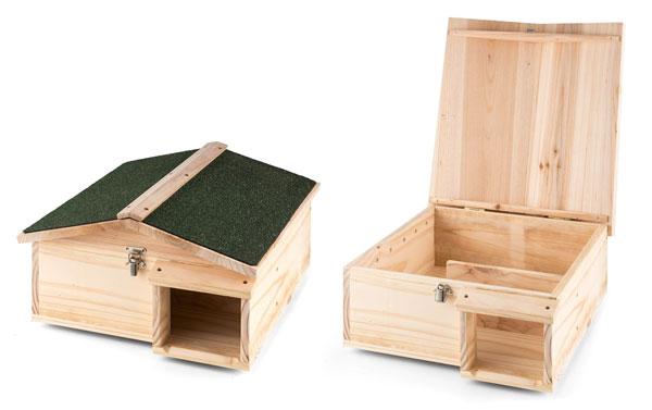 mini maison en bois ouverte et fermée