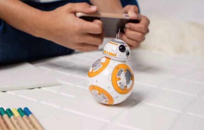 Sphero Star Wars BB-8 controllé sur le lit